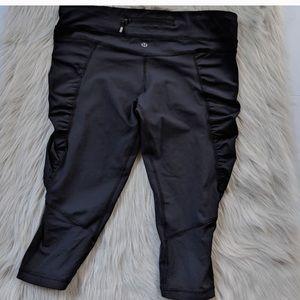 Lululemon black ruched crops Capri pants size 2